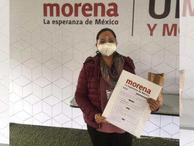 Adriana Bustamante se inscribe como aspirante dipuatada federal